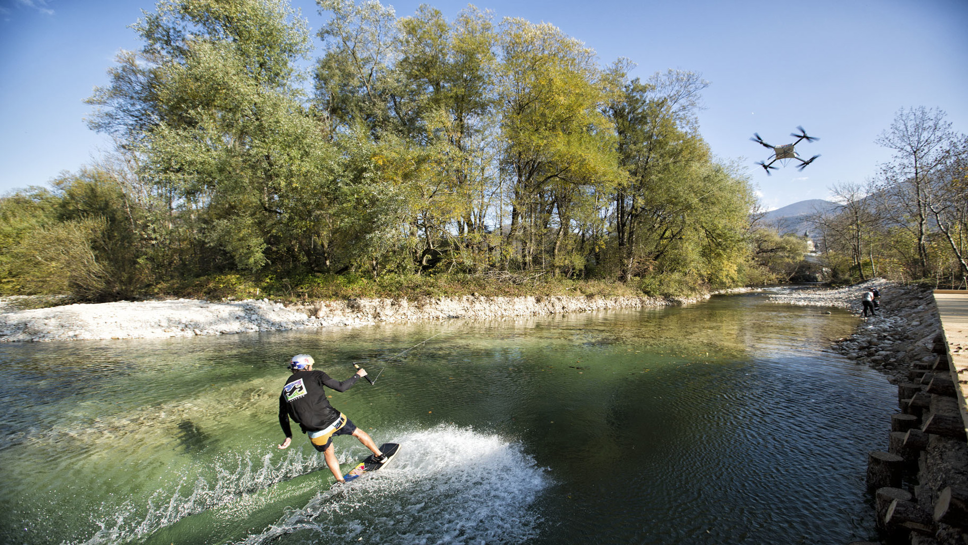 Innovative wakeskate drone ride with AURIX™ and CoolGaN™