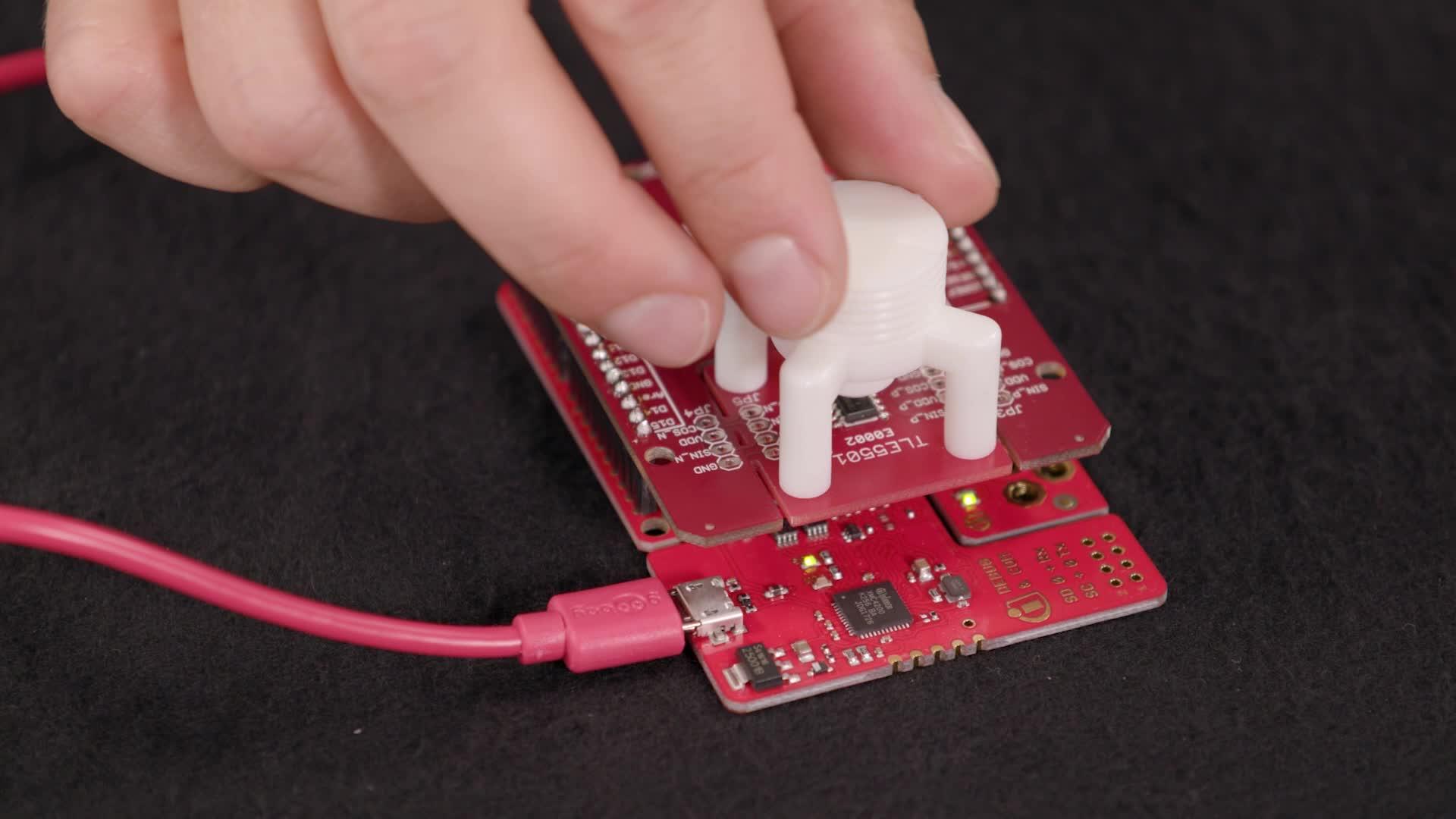 Unboxing the TLE5501 - XENSIV™ - magnetic TMR angle sensor